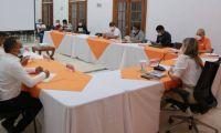 Reunión de Virna Johnson con líderes de Gaira.