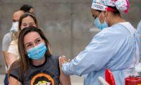Vacunación de jóvenes en Colombia.