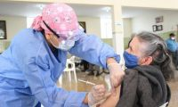 Se planea extender la vacunación a adultos mayores.