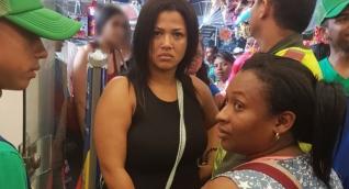 Las mujeres fueron capturados por la policía en el establecimiento comercial.