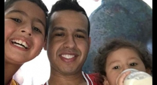 Martín Elías acompañado de sus hijos Martín Jr y Paula.