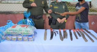 Los uniformados llegaron con la campaña hasta el barrio 26 de Julio de Algarrobo.