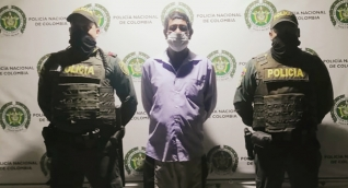 Los uniformados fueron alertados por la comunidad. El presunto agresor fue puesto a disposición de la Fiscalía.