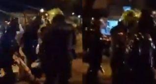 Momento en que los policías detuvieron a la menor.