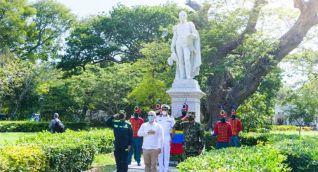 El presidente Iván Duque ofreció una ofrenda floral al libertador Simón Bolívar.