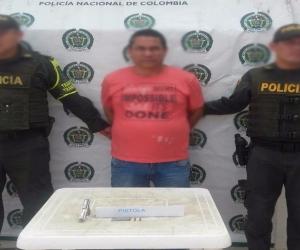 Policía captura a un hombre que portaba arma sin documentación en bus de servicio público