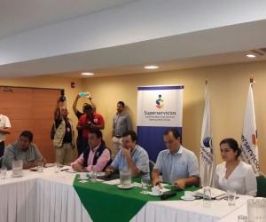 Firma del convenio entre la Superintendencia de Servicios Públicos y el Defensor del Pueblo
