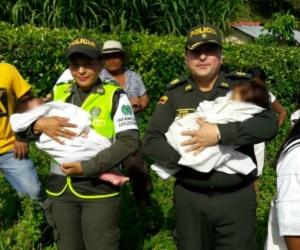 Momento en el que rescatan a los menores.