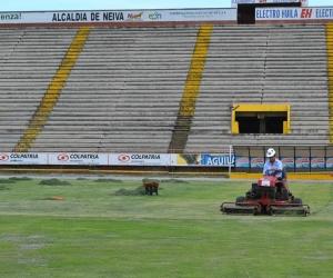 """Estadio de futbol """"Guillermo Plazas Alcid""""."""