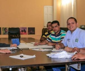 Alcalde Pérez reunido para adelantar la primera fase del programa de titulación de predios en Ciénaga.