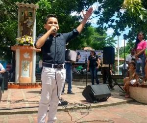 """La Escuela Musical """"Descubriendo Talentos"""" hizo su show en la plaza principal de Orihueca."""