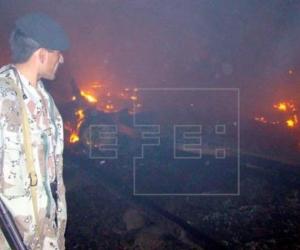 Seguridad de Pakistán en el sitio de la emergencia.