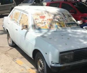 Este vehículo, que es pintado en un parqueadero público en El Rodadero, provocó el incidente.