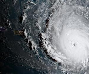 El huracán Irma tocaría tierra firme en Florida el domingo por la madrugada.