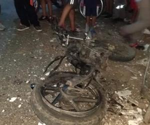 La explosión, que ocurrió anoche frente a la casa del personero municipal, Víctor Salas.