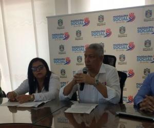 El Capitán Jorge Larrota, La directora de la Oficina de Tránsito, Carmen de la Hoz; el Secretario del Interior departamental, Luis Gómez y el ingeniero Víctor Medina, hablaron sobre el nuevo proyecto de seguridad vial.