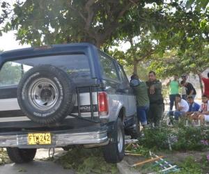 Versiones de testigo del hecho afirman que una camioneta marca Ford, de placa FTM-242 arrolló a la mujer y a su pareja.