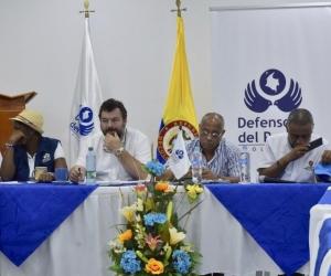 El Defensor del Pueblo, Carlos Negret junto a las autoridades de San Andrés.