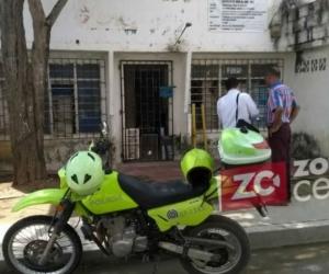 los funcionarios le tomaron fotos a la casa, donde se habrían entregado mercados a posibles votantes.