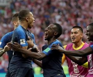 Mbappé celebra el cuarto gol.