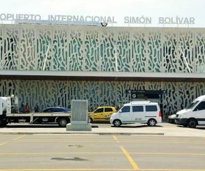 Al parecer los asegurados robaban las pertenencias de los viajeros una vez llegaban al Aeropuerto Simón Bolívar de Santa Marta.