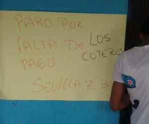 Con esta pancarta, los coteros se tomaron la bodega del PAE en Sevilla, Zona Bananera.