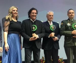Carlos Vives durante su distinción en el evento de Fenalco Solidario.