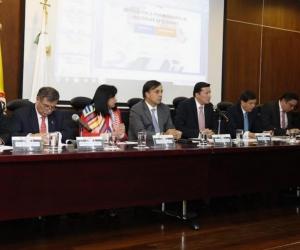 Magistrados del CNE con el Registrador Nacional, explicando los alcances de la trashumancia electoral.