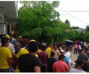 La comunidad intentó una asonada por cédulas inhabilitadas para las elecciones del próximo domingo..