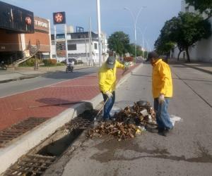 Limpieza en la Avenida del Ferrocarril