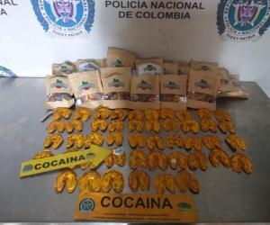 En total fueron incautados 46 figuras plásticas que contenían 598 gramos de cocaína que tenía un costo aproximado de 298000 dólares.