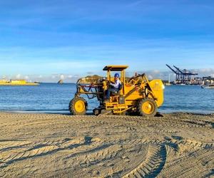 Limpieza de playa de Bahía de Santa Marta