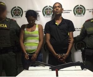 Los uniformados procedieron a capturar a la pareja, por el delito de tráfico, fabricación, porte o tenencias de armas de fuego y municiones.