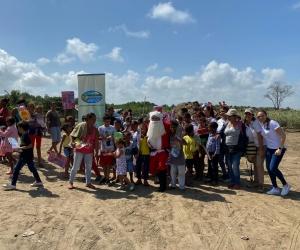 Entrega de regalos en Caño Clarín