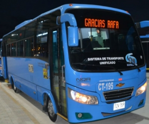 Buses en la Terminal de Transferencia de Gaira