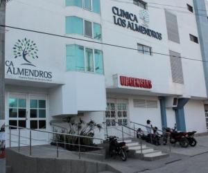 Clínica Los Almendros, donde son atendidas las víctimas del atentado.