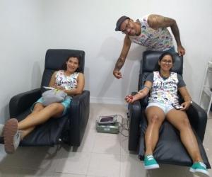 Jovenes samarios del equipo deportivo Ultimate llamados 'YSANGAS' se suman a la campaña de donar sangre