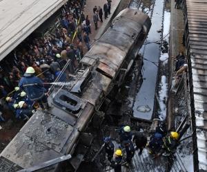 Locomotora del metro de El Cairo se estrelló e incendió