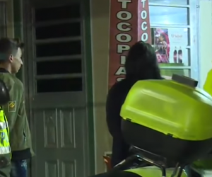 Detienen 3 hombres que pretendían robar el vehículo a una mujer