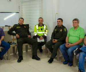 Reunión entre autoridades distritales y los transportadores.