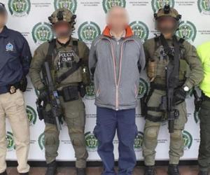 El capturado Sergey Shuspanov (centro).