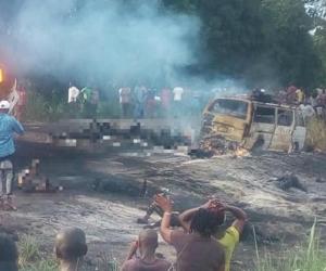 Camión cisterna explotó y mató a 50 personas en Nigeria.