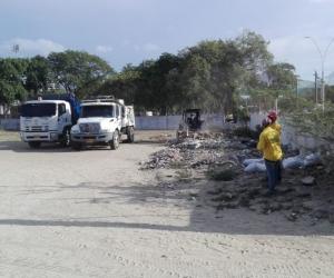 Essmar ha retirado los escombros arrojados en los alrededores del escenario deportivo.