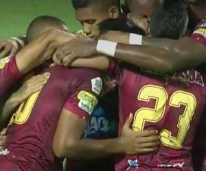Jugadores del Deportes Tolima celebrando el empate que les significó el paso a las semifinales en la Copa Águila.