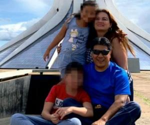Humberto Pupiales junto a su esposa e hijos.