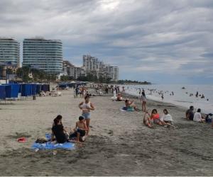 Visitantes en playas del Distrito.