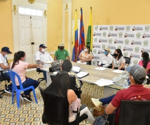 Reunión de Luis Tete Samper con la comunidad de Palmor.
