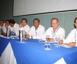 Médico Dionisio Ruiz (q.e.p.d), primero de derecha a izquierda.