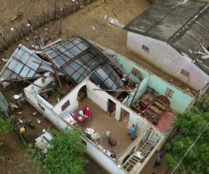 Las fuertes brisas causaron estragos en el municipio.