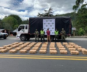 La acción Policial se desarrolló en la vía que conduce del municipio de Calarcá-Quindío hacia el de Cajamarca Tolima, kilómetro 11.